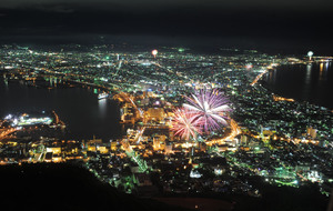 Play_of_fireworks_and_night_scenes_in_Hakodate.jpg